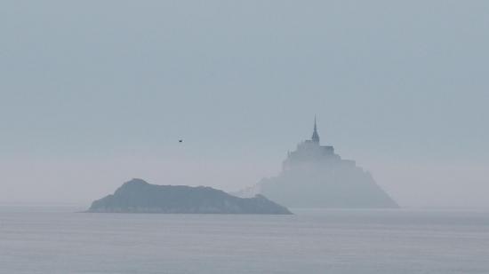 Le Mont St Michel dans la brume